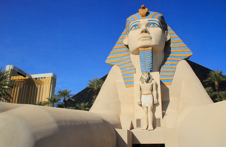 las vegas casino: Replica of Great Sphinx of Giza, Luxor hotel and casino in Las Vegas, Nevada, USA