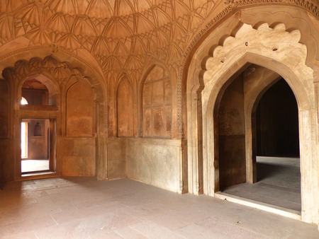 mughal: Interior of Safdarjung Tomb, New Delhi, India. It was built in 1754 in the late Mughal Empire style.