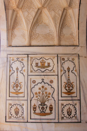mughal: Detail of hardstone carving in Tomb of Itimad-ud-Daulah in Agra, Uttar Pradesh, India. This Tomb is often regarded as a draft of the Taj Mahal.