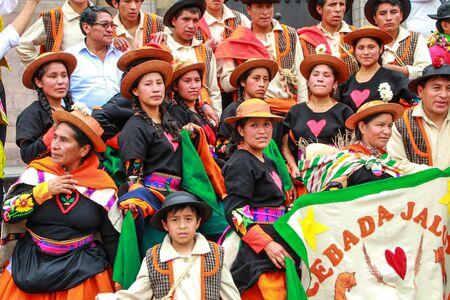 Grupo de bailarines que presentan durante el Festival de la Virgen de la Candelaria en Lima, Perú. El núcleo de la fiesta es el baile y la música interpretada por diferentes escuelas de danza. Editorial
