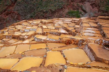 evaporacion: Salinas de Maras - salina cerca de la ciudad de Maras en Perú. Estas salinas se encuentran en uso desde la época Inca. Foto de archivo