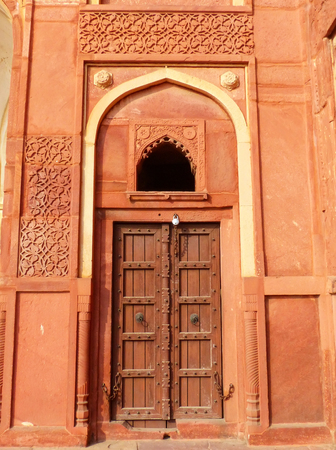 uttar pradesh: Door in Jahangiri Mahal, Agra Fort, Uttar Pradesh, India. The fort was built primarily as a military structure, but was later upgraded to a palace.