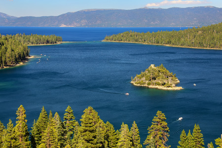 fannette: Fannette Island in Emerald Bay at Lake Tahoe, California, USA. Lake Tahoe is the largest alpine lake in North America