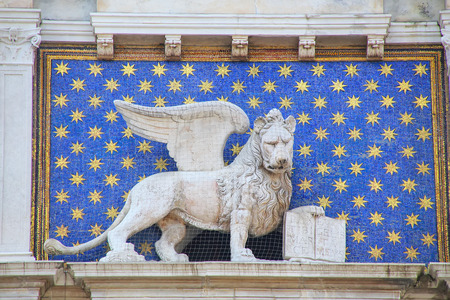 leon alado: Statue of winged lion on the Clock Tower at Piazza di San Marco in Venice, Italy. Winged lion holding a Bible is the symbol of the city of Venice.
