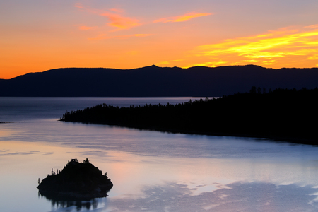 fannette: Sunrise over Emerald Bay at Lake Tahoe, California, USA. Lake Tahoe is the largest alpine lake in North America Stock Photo