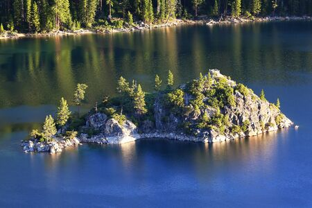 fannette: Fannette Island in Emerald Bay, Lake Tahoe, California, USA. Lake Tahoe is the largest alpine lake in North America
