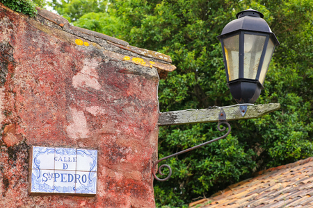 colonia del sacramento: Street sign and lamp in Colonia del Sacramento, Uruguay. It is one of the oldest towns in Uruguay Stock Photo