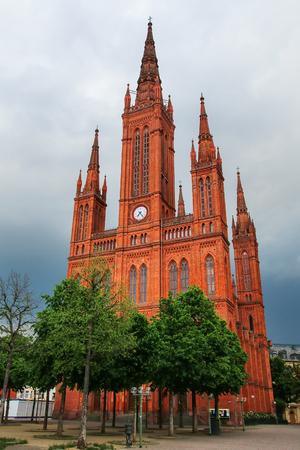 비스 바덴, 헤세, 독일 Schlossplatz 광장에 시장 교회. 그것은 1853 년과 1862 년 사이에 세워졌습니다.