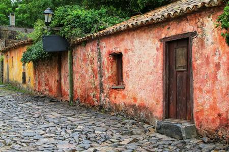 Calle de los Suspiros (Via dei Sospiri) a Colonia del Sacramento, Uruguay. È una delle città più antiche dell'Uruguay
