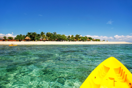 Kayaking near South Sea Island, Mamanuca islands group, Fiji. This group consists of about 20 islands. 版權商用圖片