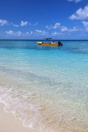 Tourist boat anchored at Gee island in Ouvea lagoon, Loyalty Islands, New Caledonia. Stok Fotoğraf