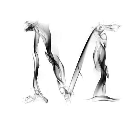 흰색 배경에 고립 된 연기가 자욱한 알파벳에서 하나의 편지