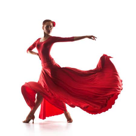 빨간 드레스를 입고 여자 댄서