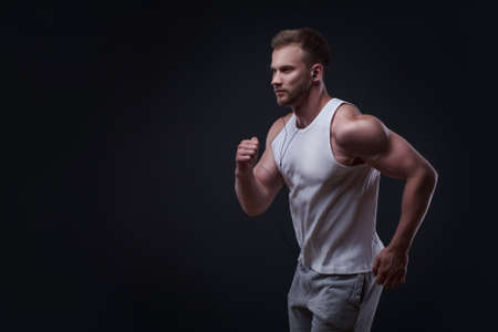 hombre deportista: Retrato del hombre corriente