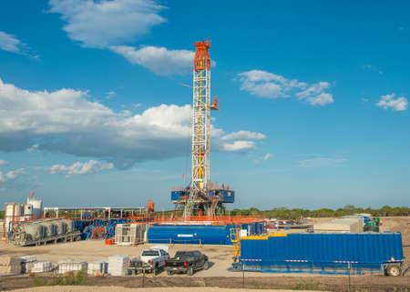 pozo petrolero: Aparejo de la perforación petrolífera en Eagle Ford Shale