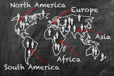 Karta över kontinenter konceptet. Världskarta på en svart tavla
