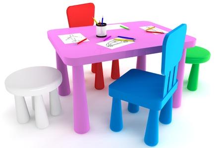 Färgglada plast kid stolar och bord på en vit bakgrund