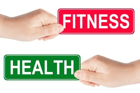 Fitness et panneau de signalisation de la santé dans la main sur le fond blanc