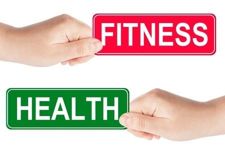 Fitness och hälsa trafikskylt i handen på den vita bakgrunden