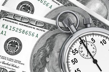 時間はお金の概念です。1 つ 100 ドルと、白い背景でストップウォッチ