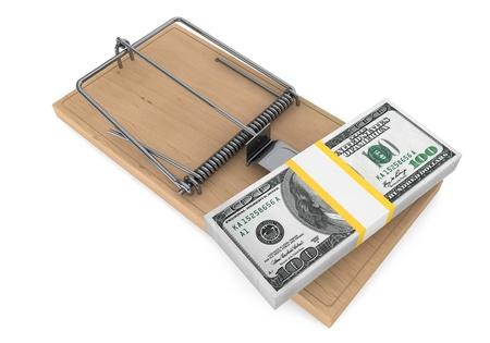 mousetrap: Soldi in una trappola per topi su uno sfondo bianco