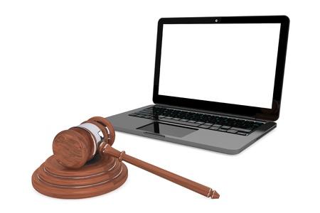 サイバー法の概念。白い背景の上に木製の小槌と moder ラップトップ
