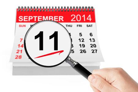 11 september: 11 de septiembre 2014 calendario con lupa sobre un fondo blanco