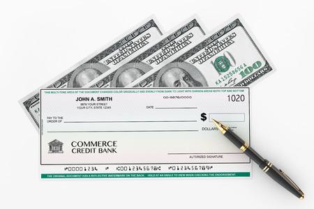 cheque en blanco: Cheque en blanco Bancaria y la estilográfica con Dollars Bills sobre un fondo blanco