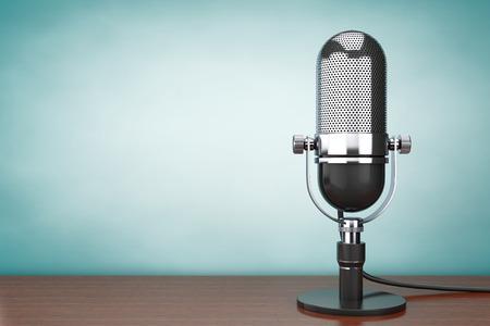 microfono de radio: Antiguo oto estilo. Micrófono retro en la mesa Foto de archivo