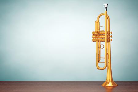 trompeta: Foto del viejo estilo. Trompeta latón pulido en la mesa