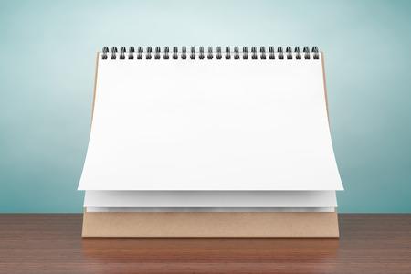 meses del año: Foto del viejo estilo. Calendario de espiral en el escritorio del papel en blanco sobre la mesa
