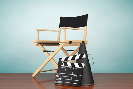 remolque: Foto viejo estilo. Director de Cátedra, Película Clapper y megáfono en el suelo