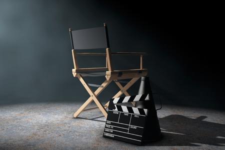 cadeira: Diretor Presidente, válvula do filme e megafone à luz volumétrica em um fundo preto. 3d Rendering