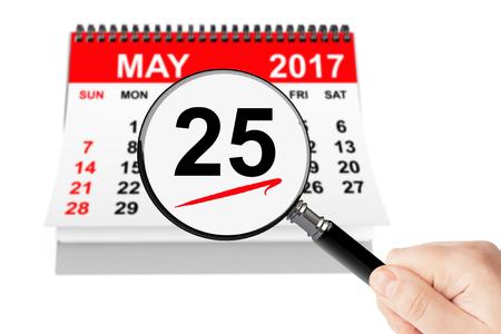 Hemelvaartsdag Concept. 25 mei 2017 kalender met vergrootglas op een witte achtergrond Stockfoto - 74762554