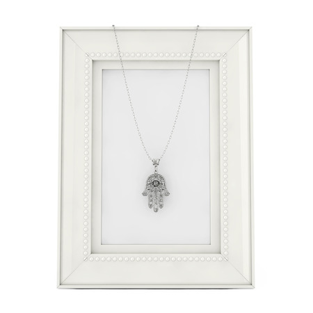 Silver Hamsa, Hand of Fatima Amulet Coulomb over Empty Photo Frame on a white background. 3d Rendering Banque d'images - 109474075
