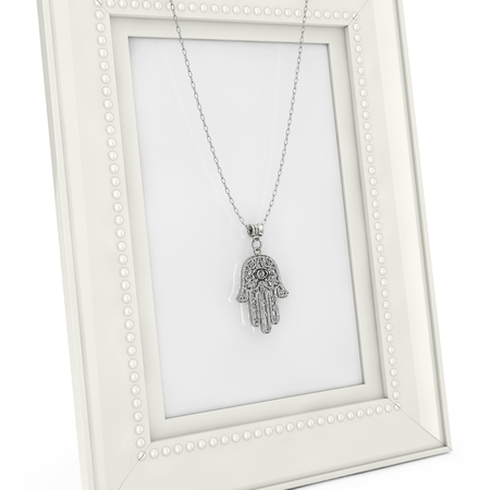 Silver Hamsa, Hand of Fatima Amulet Coulomb over Empty Photo Frame on a white background. 3d Rendering Banque d'images - 109474397