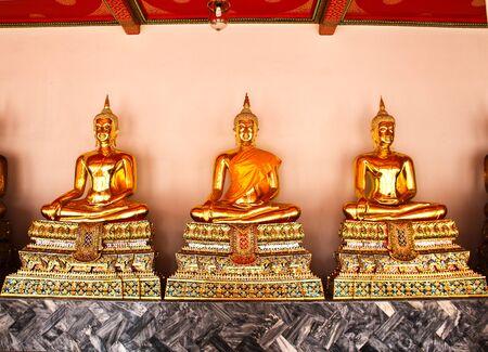 Bouddha dans le Wat Pho Temple s�quentielle bien � Bangkok, Tha�lande.