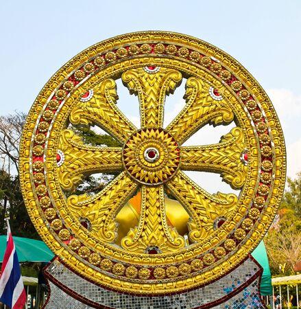 dhamma: Wheel of Dhamma del buddismo.