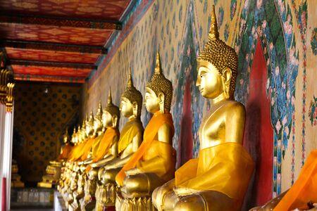 Statue de Bouddha au Wat Arun Bangkok en Tha�lande.