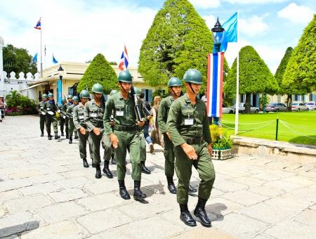 grand pa: BANGKOK, THAILAND - SEP 07 : Parade of the kings Guards in the Grand Palace, on September 07, 2012 in Bangkok, Thailand.