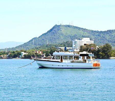 White yacht sur la mer Banque d'images