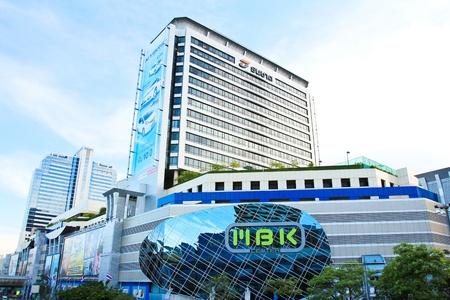 BANGKOK - 26 avril: MBK Center prise le 26 Avril 2013. Il est le plus c�l�bre centre commercial de Bangkok, en Tha�lande. Beaucoup de touristes viennent ici pour profiter des commerces.