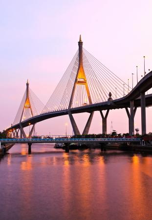bhumibol: Bhumibol Bridge under twilight, Bangkok, Thailand