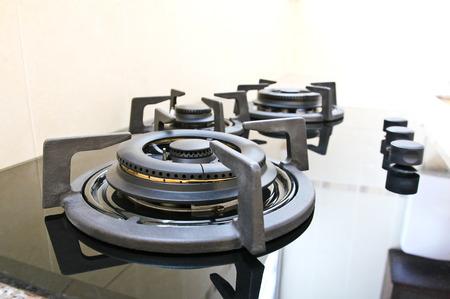 Noir cuisini�re � gaz en verre dans la cuisine