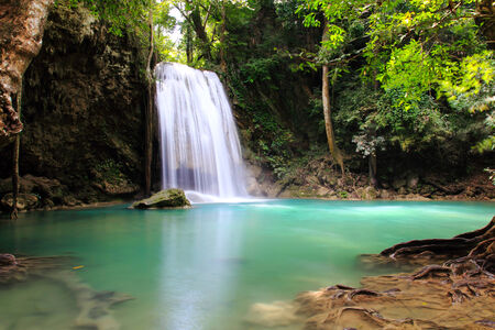 Belle cascade au parc national d'Erawan � Kanchanaburi, en Tha�lande. Banque d'images
