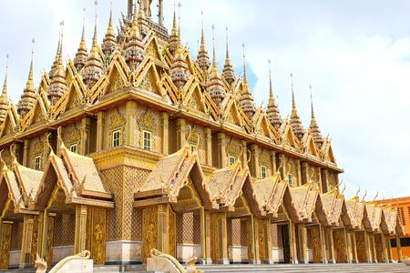 Pagode d'or de Wat Tha Sung Temple de Uthai Thani, Tha�lande. Banque d'images