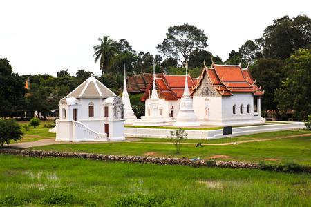Wat Uposatharam (Wat Bot) Temple, situ� sur les rives de la rivi�re Sakae Krang dans Uthai Thani, Tha�lande. Banque d'images