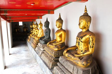 nicely: Buddha in Wat Pho Temple sequential nicely in Bangkok, Thailand.