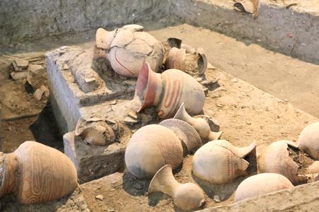 潘チェンマイ、ウドンタニ、タイの古代の陶器。