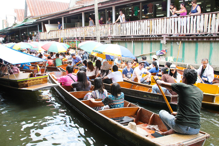 Ratchaburi - Thailand June 2 ,2017: Damnoen Saduak floating market, The famous attractions of Ratchaburi. Launched to the world as the source. The first tour since 2510. Editorial